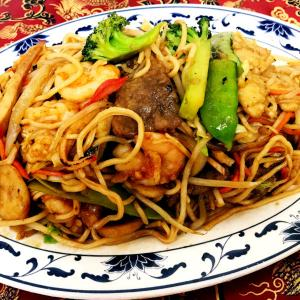 house-with-pan-fried-noodles-600x600